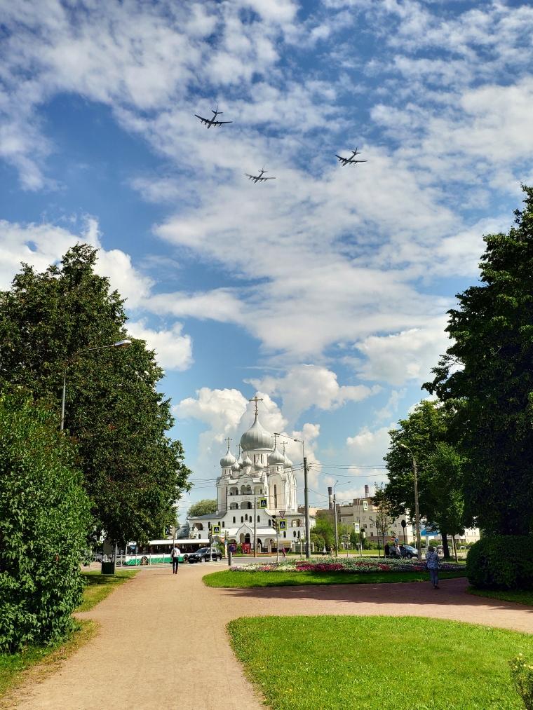 Walking_Saint-Petersburg_1